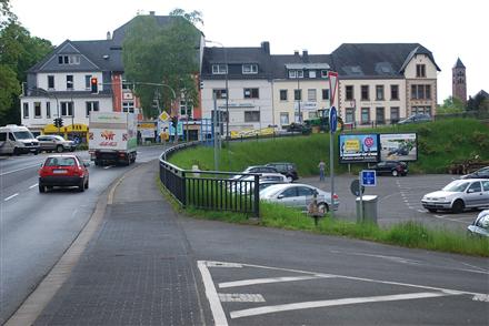 Brunnenstr (B 410) (P)/Bahnhofstr gg, 54568,