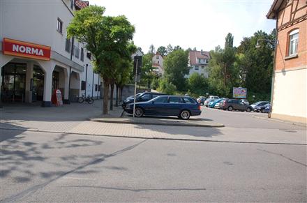 Bahnhofstr. 20 /Norma/rts vom Eingang (lks), 72800,