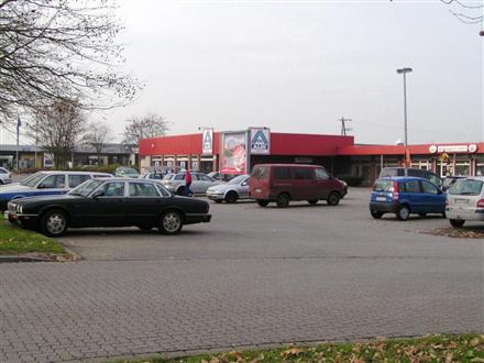 Peiner Str. 11/REWE/Str.-Seite/B 65, 38159, Vechelde