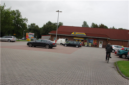 Am Denkmal 1 /Edeka/nh. Einf/Sicht Markt (quer zum Postweg), 26629, Holtrop