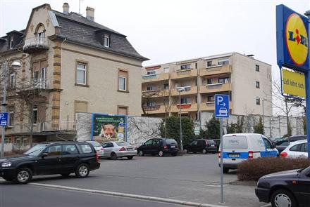 Frankfurter Str. 7 /Lidl/bei Einfahrt (quer zur Str), 61231,