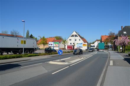 Clarholzer Str. 51 /Netto/rts vom Eing (quer zur B 64), 33442,