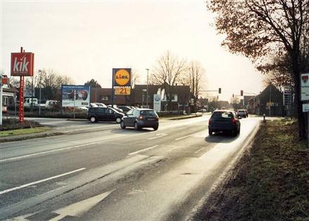 Cloppenburger Str. 2 /Lidl/Einfahrt (quer zur B 68), 49632,