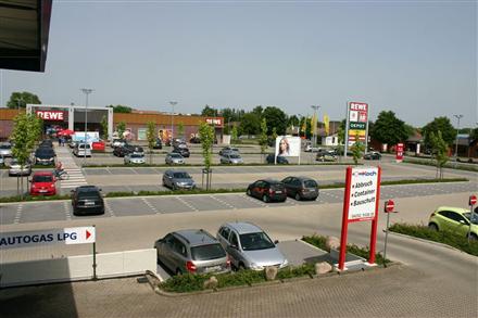 """Zur Kleinbahn 3  / EKZ / Si. Einf. v. der Str. """"Am Bahnhof"""", 27305, Innenstadt"""