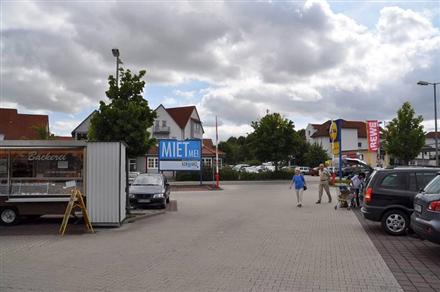 Am Bahnhof 3-5 /Lidl+Rewe/nh. Einfahrt (Sicht Lidl), 34582,