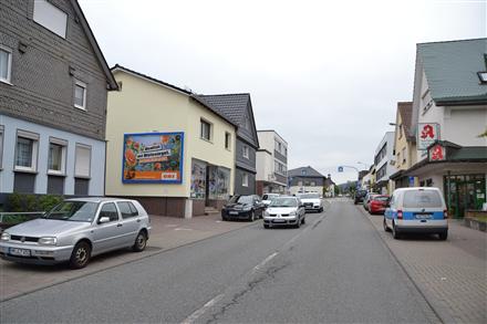 Fritz-Henkel-Str. 6 (quer am Giebel), 35216,