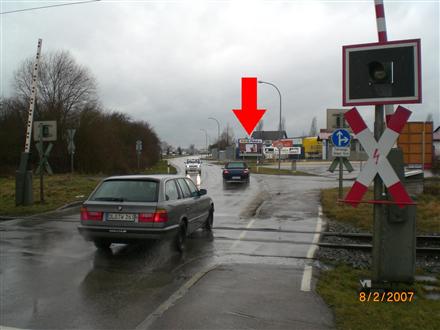 Industriestr/vor Büg (neb. Einfahrt Waschanlage), 89423,