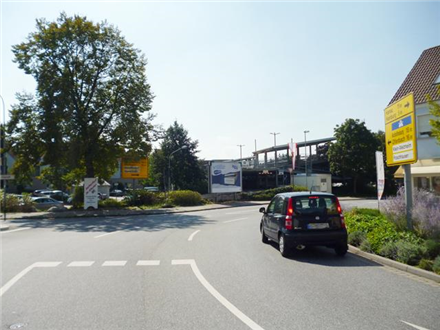 Jahnstraße gg. Optik Klose, vor Parkhaus (VS), 63500,