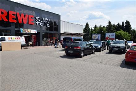 Marktstr. 16 /Rewe-Center im EKZ/rts vom Eingang (lks), 01609,