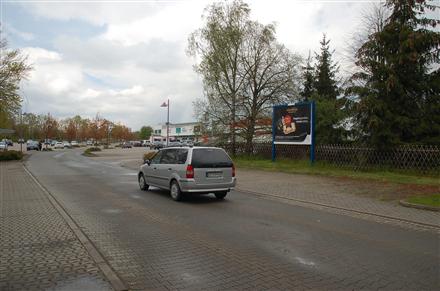 Marktstr. 16 /Rewe-Center im EKZ/Einfahrt, 01609,