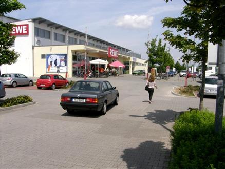 Freisinger Landstr  47 (REWE li.nb.Eing), 85748,