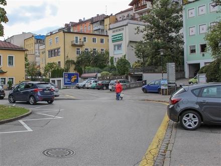 Karl-Theodor-Platz neb 40 Apothekersteig, 83278,