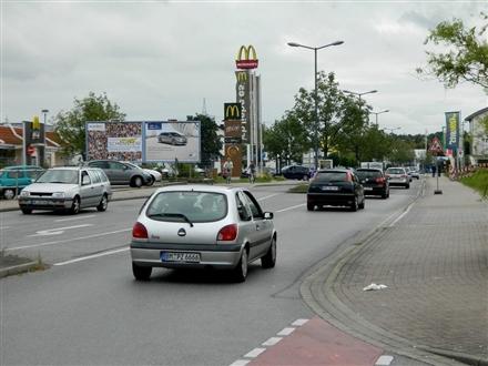 Lübecker Str.   8 li. quer neb. Mc Donald´s, 41540, Horrem