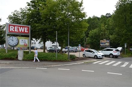Wipperfürther Str. 400 /Rewe/rts von Einfahrt, 51515, Innenstadt