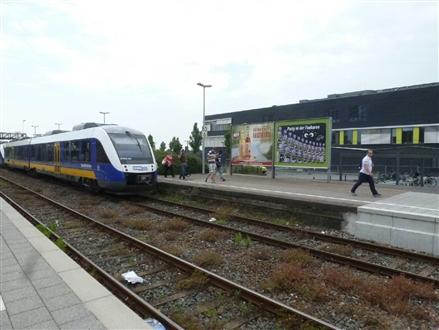 Bf Bahnsteig 2 re. Übergang VS li., 47608, Stadtmitte