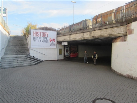 Hbf, Ausg. Güterstr. re. neb. Treppe, 75175, Mitte
