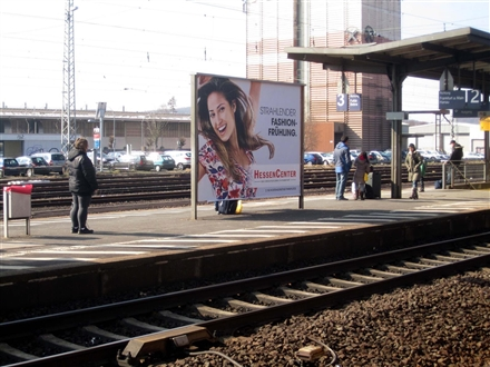 Bf, Bahnsteig, Gleis 2, 1. Sto. Links, 63571, Stadtmitte