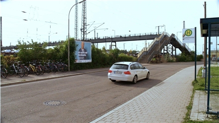 Martin-Hemm-Str., links neb. Fußgängerbrücke, 85053, Stadtmitte