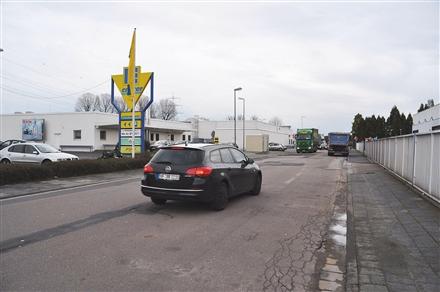 Hegelstr. 3 /Edeka /Ein- und Ausfahrt (rts), 63110,