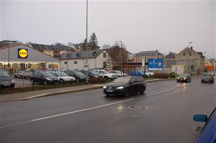 Bahnhofstr. 8 /Lidl/rts von Einf/Sicht Einf (quer zur Str), 09648,