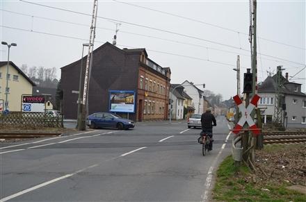 Siegstr. 80/geg. Bahnübergang (quer), 53783,