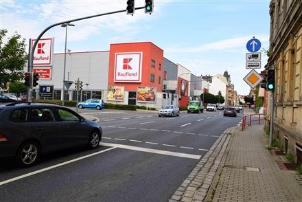 Schillerstr. 6 /Kaufland/Einfahrt (quer zur Schillerstr), 04720,