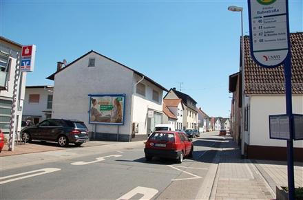Bahnstr. 16/neb. Sparkasse/quer  (Erfelden), 64560, Erfelden