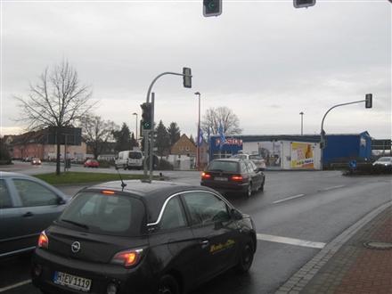 Burgdorfer Str. (B 443)  / Stackmannstr. quer re., 31275,