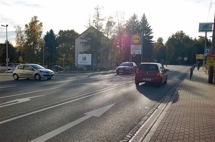 Dresdner Str. 122 /Lidl/neb. Einfahrt (quer zur Str), 09337,