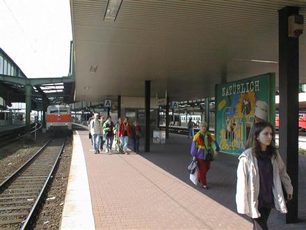 Hbf, Bstg., Gleis 11, 47051, Dellviertel