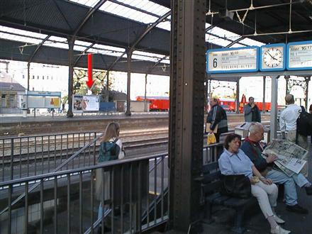 Hbf, Bstg., Gleis 1, unter Überdachung, 52064, Mitte
