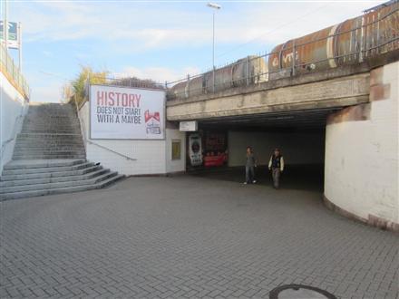 Hbf, AusgangGüterstraße, rechtsneben Treppe, 75175, Mitte
